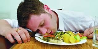 7 kebiasaan buruk setelah makan