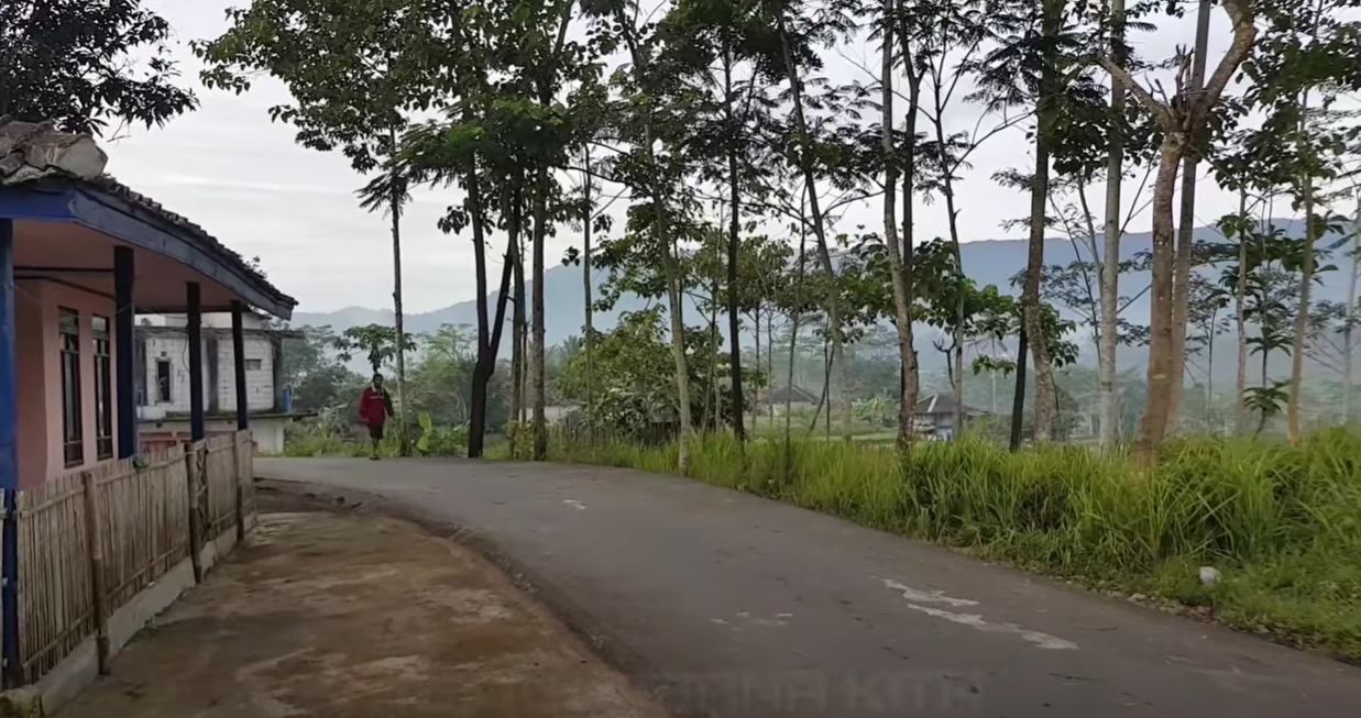 Jalanan Perkampungan Saronge Garut