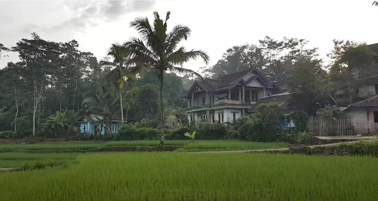 Rumah Penduduk Kampung Saronge